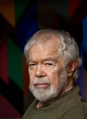 Karl Benjamin in his studio July 14 2011_photo by Jim McHugh_courtesy Louis Stern Fine Arts
