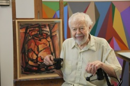 Karl Benjamin with paintings in Claremont CA 2011_Photo by January Parkos Arnall PhD